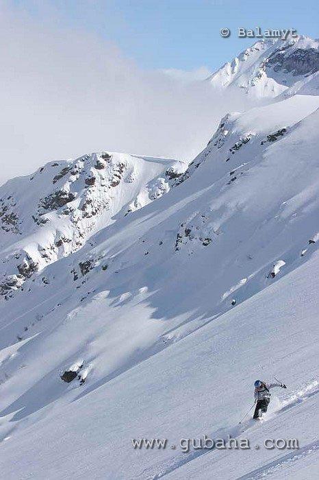 Губаха foto37.jpg Домбай 3 - март 2007 Горнолыжный центр Губаха горные лыжи сноуборд Город Губаха Фото
