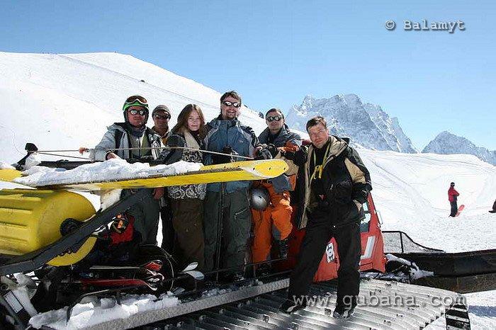 Губаха foto66.jpg Домбай 3 - март 2007 Горнолыжный центр Губаха горные лыжи сноуборд Город Губаха Фото