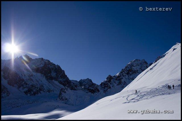Губаха 01.jpg Каракол - январь 2009 Горнолыжный центр Губаха горные лыжи сноуборд Город Губаха Фото